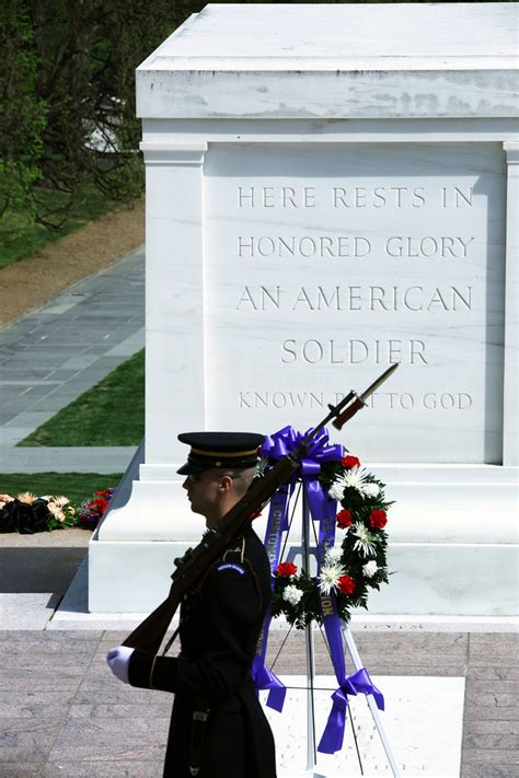 Tomb of the Unknown Soldier - W view with guard and wreath