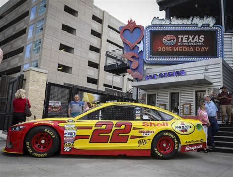 Texas Motor Speedway to place tire packs at five locations