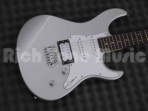Yamaha Pacifica 112V Electric Guitar - Silver   Rich Tone